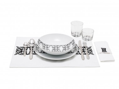 Table manners set by Minale-Maeda